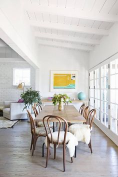 scandinavian home - bentwood chairs create mixed with modern home, perfect combo Interior, Home, Dining Room Design, Bentwood Chairs, Scandinavian Home, My Scandinavian Home, Dining Room Decor, Inspiring Spaces, Interior Design
