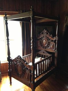 Antique 4 poster cradle that rocks
