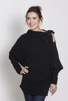 LeMuse kūryba. LeMuse Black Asymmetric Woolen Sweater with a Bow