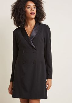 <p>People won't just take note of the poise and panache you demonstrate in this black tuxedo dress - they'll emulate it immediately! Donna Morgan delivers this menswear-inspired style with satin lapels forming a plunging neckline, decorative double-breasted buttons, and a chic appeal that's effortlessly memorable.</p>