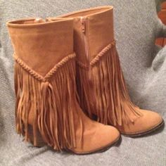 Western Camel Frenge boots size 10🏇👢👢👒👜 American exchange New York boots size 10. Use only a few times. Good condition to great condition. Heel size 3 1/2 comes from a non-smoking home.👢👢🎁 😄👢👢👜🎄⛄️🎁🎀💄💥💥💥 American exchange New York Shoes