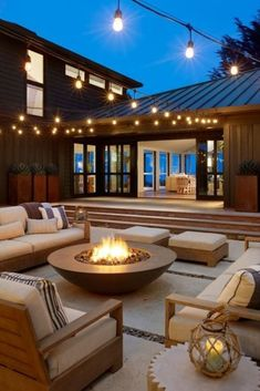 Backyard Seating, Backyard Patio Designs, Backyard Landscaping, Fire Pit Seating, Modern Landscaping, Landscaping Ideas, Dream Home Design, Modern House Design, Outdoor Fireplace Designs