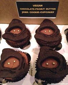 Star Wars Jawa Cookie Cupcakes (Jawa Cookie on top of Cupcake cute idea!) http://justjennrecipes.com/jawa-vegan-cookie-cupcakes/