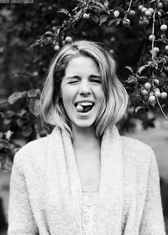 Emily Bett Rickards (Felicity Smoak) ever notice pretty girls stick out their tongues. Arrow Felicity, Oliver And Felicity, Felicity Smoak, Emily Bett Rickards, Susanna Thompson, Movies And Series, Canadian Actresses, Shows, Green Arrow