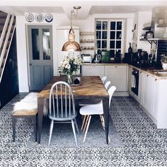 Industrial Chic Esstische The Effective Pictures We Offer You About farmhouse dining kitchen A quali Kitchen Dinning, Kitchen Decor, Dining Room Design, Interior Design Living Room, Küchen Design, Design Ideas, Small Dining, Cuisines Design, Cabana