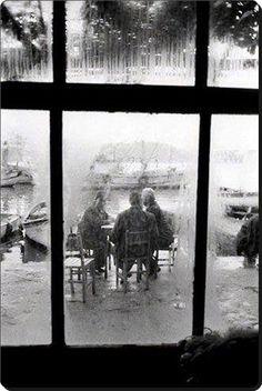 Haliç'te bir balıkçı kahvehanesi...1969 ara güler