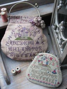 Bourse De Brodeuse (Stitcher's Satchel) *love* the pin cushion! Cross Stitch Charts, Cross Stitch Designs, Cross Stitch Patterns, Vintage Purses, Vintage Handbags, Ribbon Embroidery, Cross Stitch Embroidery, Cross Stitch Finishing, Sewing Accessories