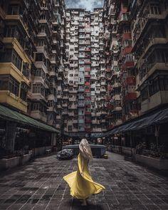 Stunning street photos in HongKong. Let's explore street photo spots in HongKong. Aesthetic Japan, City Aesthetic, Hongkong Outfit Travel, Street Photography, Travel Photography, Rooftop Photoshoot, Places In Hong Kong, Travel Pose, Travel Baby Showers