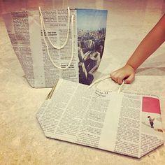 気づけばどんどん溜まっていく新聞紙、皆さんどうしてますか?古紙回収に出す前に新聞紙をリサイクルして活用してみましょう。毎日の生活に役立つ使い方やオシャレ雑貨、バッグにだってなっちゃいます!素敵な新聞紙のリメイクアイデアをご紹介します♪
