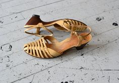 vintage 70s sandals / 1970s shoes / Sausalito heels