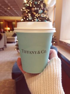 tiffany cup, coffee tea and hot chocolate . Color Azul Tiffany, Verde Tiffany, Pink Christmas, Christmas Time, Christmas Gifts, Xmas, Christmas Displays, Christmas Coffee, Christmas Jewelry