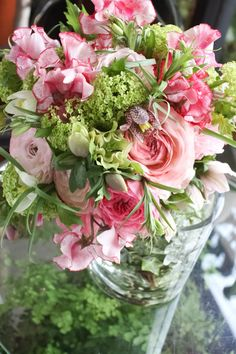 Jardin du I'llony - pink and green arrangement