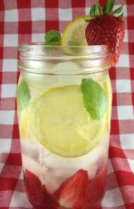 This refreshing Strawberry Mint and Lemon Water Detox Drink tastes great and is metabolism boosting. It also aids digestion and boosts your immune system. Smoothie Drinks, Detox Drinks, Healthy Smoothies, Healthy Drinks, Healthy Snacks, Healthy Eating, Healthy Recipes, Healthy Water, Healthy Detox