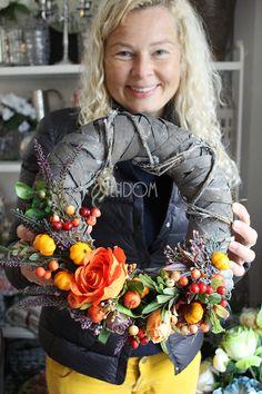 wianki jesienne z naszego sklepu tendom Wreath Crafts, Diy Wreath, Burlap Wreath, Fall Wreaths, Christmas Wreaths, Winter Project, Fall Decor, Holiday Decor, Winter Trees