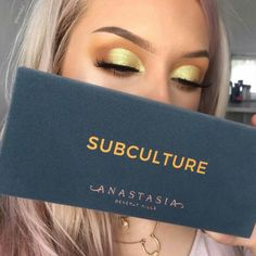 Eye Makeup Looks For Blue Eyes both Best Eyeshadow Palette High End because Eye Makeup Guide around Eye Makeup Tutorial Green Eyes not The Best Eyeshadow Palette 2018 Eye Makeup Tips, Makeup Goals, Skin Makeup, Makeup Inspo, Makeup Brushes, Beauty Makeup, Makeup Products, Makeup Trends, Makeup Ideas