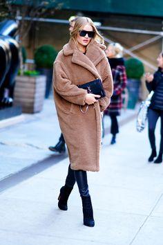 The Max Mara Teddy Bear Coat worn by Rosie Huntington-Whiteley while out in Soho on December 2017 in New York, NY. Max Mara Teddy Coat, Max Mara Coat, Teddy Bear Coat, Max Mara Jacket, Elsa Hosk, Cool Street Fashion, Look Fashion, Winter Fashion, Street Style