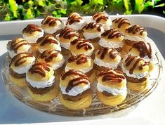 Choux-uri cu crema de ness si ciocolata Romanian Desserts, Romanian Food, Eclairs, Hungarian Recipes, Homemade Cakes, Something Sweet, Mini Cupcakes, Creme, Sweet Treats