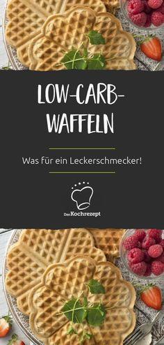 Was für ein Leckerschmecker: Die Low-Carb-Waffeln haben deutlich weniger Kohlenhydrate als gewöhnliche Waffeln – schmecken aber genauso gut! Mit diesen Zutaten kannst du sie dir zubereiten: #daskochrezept #rezepte #lowcarb #waffel #waffelrezept #waffelteig #gesund #wenigkohlenhydrate #fluffig #frischausdemofen