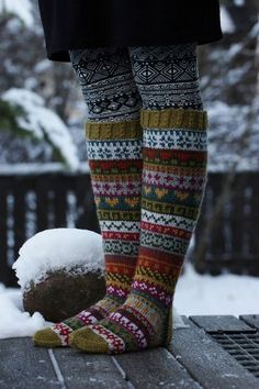 Knitting Patterns Socks This year I also participated in Christmas Calendar. The Christmas calendar was Niina Laitinen& Facebo . Crochet Socks, Knitting Socks, Hand Knitting, Knit Crochet, Knitting Patterns, Mode Boho, Fair Isle Pattern, Patterned Socks, Fair Isle Knitting