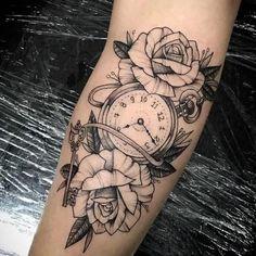 AMEEEI MUITO🌹 . . . . MARQUE SEU AMIGO 👬👫👭 . . . [Caso sua tatuagem foi publicada e não teve seu crédito, por favor enviar uma DIRECT] .… Dream Tattoos, Mini Tattoos, Future Tattoos, Rose Tattoos, All Tattoos, Body Art Tattoos, Tatoos, Mangas Tattoo, Geniale Tattoos