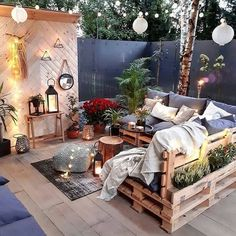 Outdoor Living Rooms, Outdoor Spaces, Outdoor Lounge, Outdoor Decor, Outdoor Pallet, Decoration Inspiration, Decor Ideas, Living Styles, Pallet Furniture