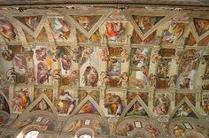 La gran capilla del palacio vaticano esta dedicada a la Asunción de la Virgen, conocida como Capilla Sixtina. La Capilla Sixtina es la capilla más famosa del Palacio Apostólico de la Ciudad del Vaticano,la cual es la residencia oficial del Papa. Se encuentra a la derecha de la Basílica de San Pedro.