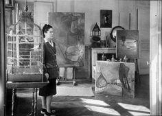 """""""Dora Maar w swoim Studio""""   Paryż, 1946 przez Brassa.  Dora Maar, kochanka Picassa, twarz kobiety z Guerniki...:"""