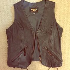 MOVING SALE!🔥Vance genuine leather leather vest! ✔️130+ items sold with a 5.00/5 star rating 🔝 10 % seller ❎ Trades or Paypal please  🔆 Pet & smoke free home 💋All items shipped carefully w/freebies  Lace up side from bottom hem to arm opening. Inside buttons with snap closure. 2 outer zip pockets. Email me if you'd like more photos.  This is genuine leather.  It's so thick it's incredibly warm...and adds punch to a plain outfit.  Size S.  Worn once. Great for cold weather style…