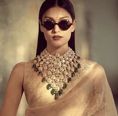 Jewelry OFF! 's latest jewellery collection is first on our wedding wish list 💛 Indian Jewelry Sets, Indian Wedding Jewelry, India Jewelry, Bridal Jewelry, Indian Accessories, Indian Bridal, Jewelry Accessories, Latest Jewellery, Jewellery Shops