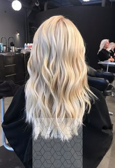 schöne Haarfarben in Ombre und Balayage Find the best hair colors for balayage and ombre. Related posts: Beautiful Blends Of Balayage Ombre Hair Colors for… – 10 Ombre Balayage Hairstyles for Medium-Long Hair Blonde Hair Looks, Brown Blonde Hair, Blonde Wig, Cream Blonde Hair, Light Blonde Hair, Platnium Blonde Hair, Super Blonde Hair, Beach Blonde Hair, Light Hair