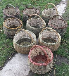More baskodenn's made, the handles are getting there with each one, I feel like I've got the spacing right just need to nail down the cranking. Need to keep making #basketmaker #basketweaver #vannerie #eddieglewbaskets #weaving #weaver #woven #willow #craftsman #handwoven #staffordshire #weavingdreams #maker #realcraft