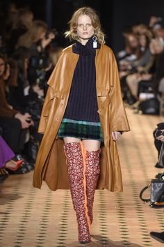 See the complete Esteban Cortazar Fall 2017 Ready-to-Wear collection.