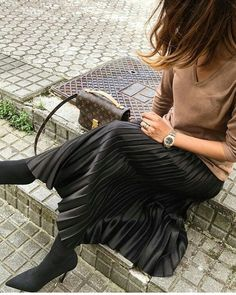 Zara Faux Leather Pleated Skirt Accordion Maxi Long Black Large L 12 Black Pleated Skirt Outfit, Winter Skirt Outfit, Work Fashion, Skirt Fashion, Accordion Skirt, Chic Outfits, Fashion Outfits, What To Wear Today, Zara