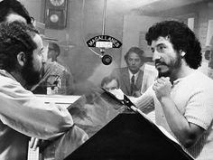 WEBGUERRILLERO: A 41 años de la muerte de Víctor Jara: 110 fotos suyas que quizá no conoces Victor Jara, Salvador, Cool Photos, Socialism, Nice, Musica, Bicycle Kick, Legends, Death