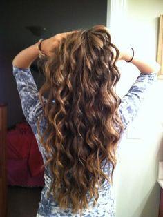 Pretty curls. i gota do this