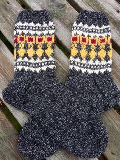 Warm Socks, Cool Socks, Yarn Crafts, Knitting Socks, Fingerless Gloves, Arm Warmers, Mittens, Knit Crochet, Knitting Patterns
