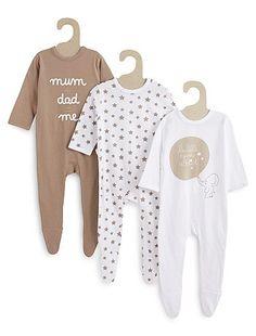 Juego de 3 pijamas de punto estampado beige oscuro Bebé niño Moda De Bebés f77347eb3ac