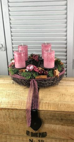 Dit item is niet beschikbaar Country Christmas Decorations, Christmas Centerpieces, Table Centerpieces, Christmas Lights, Christmas Time, Christmas Crafts, Xmas, Table Decorations, Holiday