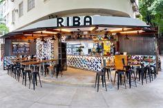 RIO DE JANEIRO – New restaurant Riba has settled itself into Leblon, the lively and cosmopolitan corner of Rio de Jenerio, with an interior that conveys cultural connections courtesy of SuperLimão Studio. Restaurant Interior Design, Shop Interior Design, Interior S, Interior And Exterior, Rio De Janerio, Taco Restaurant, Coffee Restaurants, Bohemian Kitchen, Café Bar