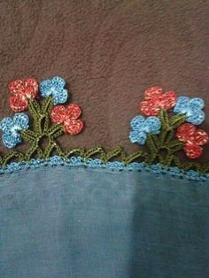 This Pin was discovered by zey Bead Loom Patterns, Crochet Flower Patterns, Baby Knitting Patterns, Crochet Flowers, Crochet Lace, Filet Crochet, Crochet Stitches, Crochet Boarders, Crochet Scarves