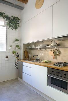Stunning Small Kitchen Design Ideas & Layout with Floor Plan Pictures Cosy Kitchen, Big Kitchen, Kitchen Decor, Interior Design Kitchen, Interior Design Living Room, Small Kitchen Layouts, Cuisines Design, Home Kitchens, Small Kitchens