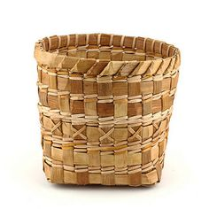 Cedar bark Basket by Old Chum Weaving Projects, Weaving Art, Loom Weaving, Native American Baskets, Birch Bark, Vintage Crafts, Weaving Techniques, Basket Weaving, Wicker
