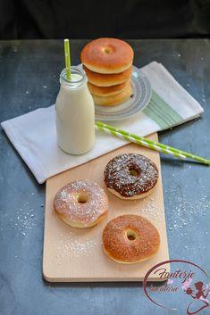 Gogosi la cuptor - Fantezie in Bucatarie Doughnut, Donuts, Desserts, Food, Frost Donuts, Tailgate Desserts, Deserts, Beignets, Essen