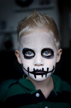 Easy Halloween Face Painting, Halloween Skeleton Makeup, Skeleton Face Paint, Halloween Eyes, Halloween Skeletons, Skeleton Costume Kids, Ghost Halloween Costume, Halloween Meninas, Ghost Makeup