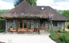 Vakantiehuis - Saint Front la Rivière, Frankrijk | De buitenkant van dit vakantiehuis met erf en omheinde tuin vertovert door de charme van een huis in de traditionele stijl van de Périgord, en binnen overtuigt het met een eigentijdse inrichting.