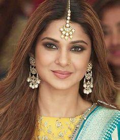 Tikka Hairstyle, Pakistani Fashion Party Wear, Indian Fashion, Jennifer Winget Beyhadh, Mehndi Outfit, Zara, Jennifer Love, Girls Dpz, Beautiful Smile