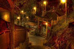 赤いトンネルが不思議な世界に連れてってくれる伏見稲荷大社