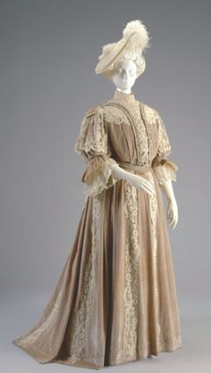 Dress ca. 1902 via The Cincinnati Art Museum