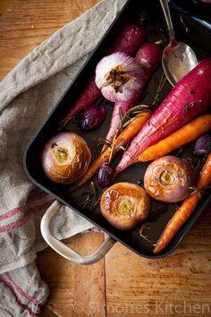 Een veel makkelijker bijgerecht als geroosterde groentes kun je eigenlijk niet hebben dus hier een makkelijk gerecht voor als je nog niks weet!