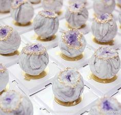 Angel cake with lemon - HQ Recipes Lila Cake Pops, Purple Cake Pops, Beautiful Cakes, Amazing Cakes, Mini Cakes, Cupcake Cakes, Gateau Harry Potter, Magnum Paleta, Geode Cake